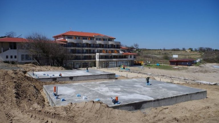 """От ВАП изрично посочват, че по отношение на плаж """"Корал"""" са протестирали 10 строителни разрешения пред РДНСК, като до момента съдът е уважил 4 протеста и се очаква произнасяне и по останалите случаи"""