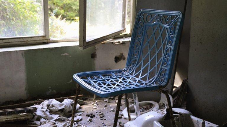 Празен стол в празна стая…