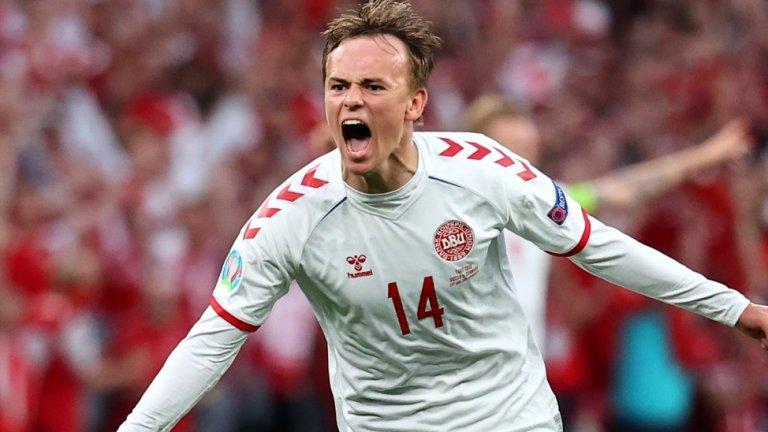 На 20-годишния Дамсгоор му се наложи да замести звездата на Дания Кристиан Ериксен след изживения шок в първия мач