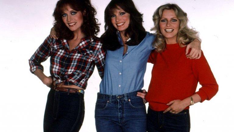 """Charlie's Angels  Три жени работят в частна детективска агенция и изпълняват задачите, които им поставя шефът им Чарли по телефона (без зрителят изобщо да го вижда). Достатъчна рецепта за хит, нали? Популярността на сериала """"Ангелите на Чарли"""" обаче постепенно спада от 1976 г. до края му през 1981 г."""