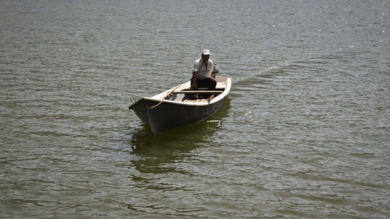 """Най-лесният достъп до крепостта е с лодка през язовир """"Кърджали"""", от бреговете при хижа """"Боровица""""."""