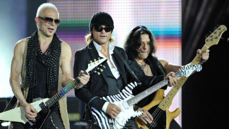 Scorpions - Still Loving You Трудно е да се избере само една от толкова много велики балади на Scorpions. И все пак може би най-иконичната любовна песен, излязла изпод струните на Рудолф Шенкер и Матиас Ябс и изпята от гласа на Клаус Майне, е Still Loving You.