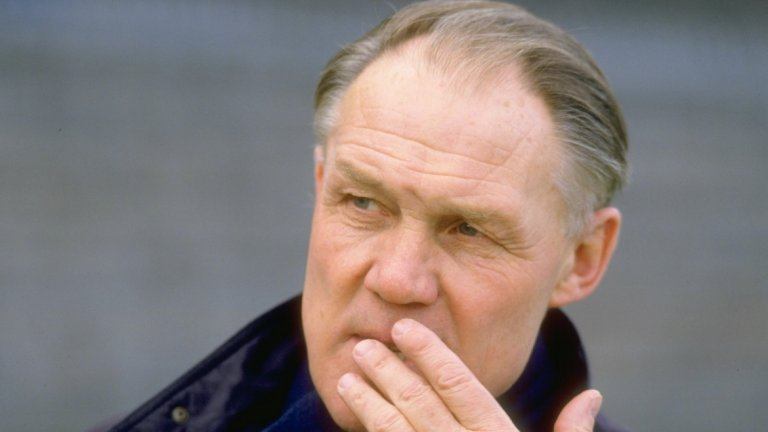 1. Ринус Микелс  Променя напълно играта с въвеждането на тоталния футбол. Стилът оставя своята следа десетилетия наред, поставяйки основите на модерната игра. Микелс е европейски шампион с Аякс и с холандския национален тим, с него Холандия достига и до финала на Световното първенство през 1974 г., а с Барселона треньорът става шампион на Испания. ФИФА го обяви за треньор на столетието през 1999 г.