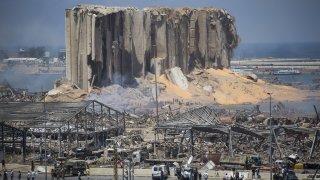 """""""Плаваща бомба със закъснител"""" ли е бил корабът, изоставен край Бейрут през 2013 г."""