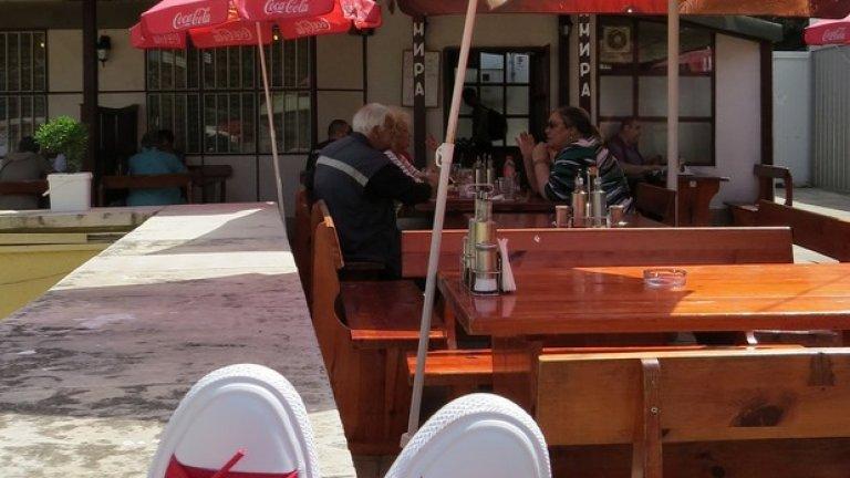 Converse посещават култови, софийски кръчми