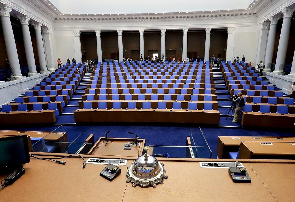 Първото заседание на депутатите в новата зала ще се проведе в сряда - 2 септември.
