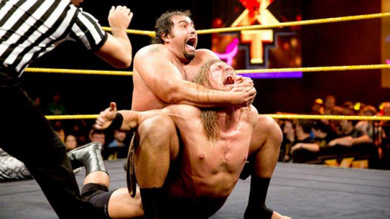 Русев е заклещил поредния противник в шоуто, наречено кеч.