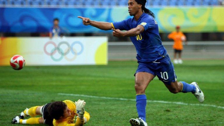 Роналдиньо най-накрая си намери отбор след година без футбол