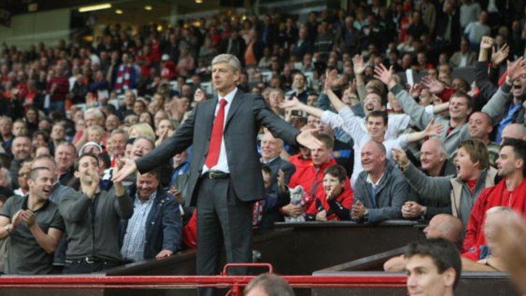"""5. Манчестър Юнайтед – Арсенал, Висша лига 2009 г. Арсенал губеше с 1:2, но в края Робин ван Перси донесе равенството. Или поне така мислеха на пейката на """"артилеристите"""". Голът на холандеца бе отменен заради засада, а в гнева си Арсен Венгер ритна една бутилка с вода. Действията му бяха забелязани от четвъртия съдия Лий Пробърт, който чинно съобщи на главния Майк Дийн и Венгер бе изпратен на трибуните. Изпълнителният директор на Асоциацията на мениджърите Ричард Бивън направи следното изявление след мача: """"Говорих с Кийт Хакърт, който е видял ситуацията и ще последва извинение към Арсен Венгер. Лий Пробърт се провали и създаде ненужно напрежение, отнемайки вниманието към по-голямото събитие, което се бе случило на терена минута по-рано."""""""