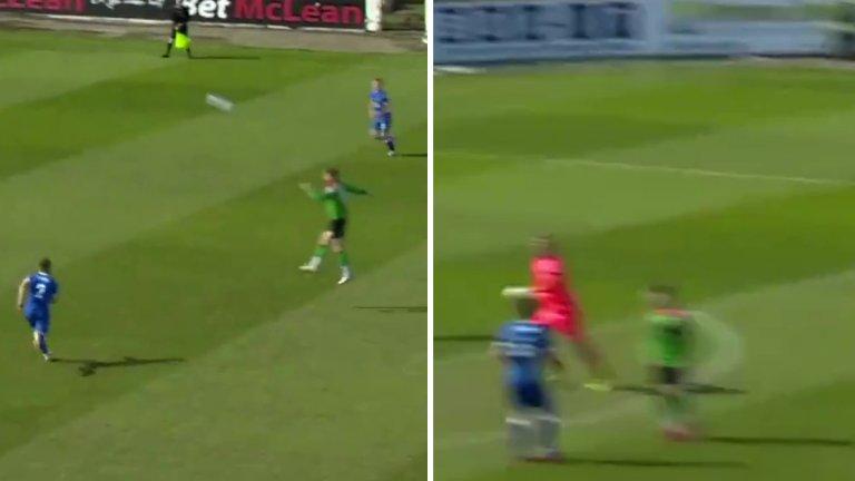 Вкараха на бивш вратар на Юнайтед с глава от 40 метра (видео)