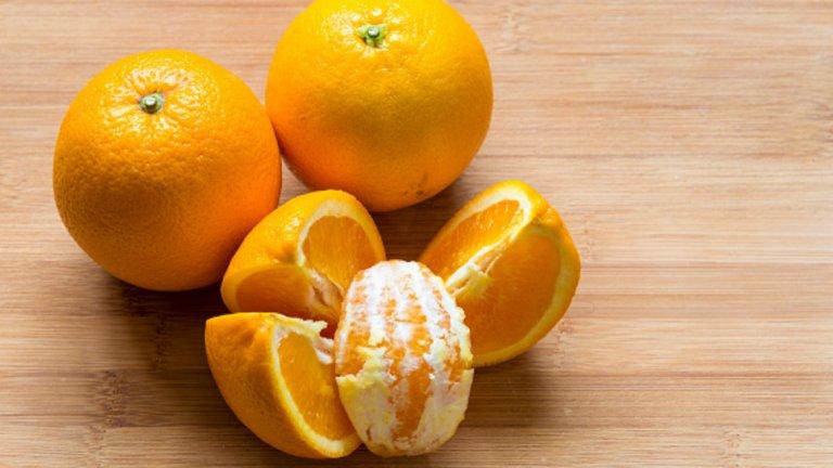Портокали - 47 калории / 100 гр. Съдържат фитохимикали, които предпазват от рак, богати са на цитрусови лимоноиди, които доказано се борят с редица разновидности на рака. Чаша портокалов сок на ден би ви помогнал за предотвратяване на бъбречни заболявания и образуването на камъни. Портокалите са пълни с разтворими фибри, с което са изключително полезни при понижаване на холестерола. Богати са и на витамин С и успешно се борят срещу вирусни инфекции. Съдържат и картиноиди, които се превръщат във витамин А и помагат за доброто здраве на очите и защитават зрението.