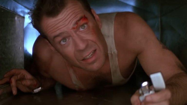 """Джон Маклейн в """"Умирай трудно""""  Има слухове, че в едим момент е имало идея """"Умирай трудно"""" (Die Hard, 1988 г.) да бъде продължение на филма """"Командо"""" (1985 г.). Сценаристът отрича, но е факт, че Шварценегер е имал възможност да е в ролята на Джон Маклейн - упоритият полицай, който ще премине през ада, за да стигне до жена си.   Арнолд обаче иска да опита нещо различно и вместо това се насочва към комедията Twins. След това ролята е отказана от още няколко други по-опитни звезди и накрая отива в ръцете на Брус Уилис, за което той трябва да е наистина благодарен."""