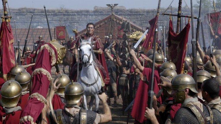 """""""Рим"""", Майкъл Аптед  Рядко добър военно-исторически сериал, който успява да пресъздаде живота на обикновени хора по живописен начин. Зрителят има усещането, че ако протегне ръка, ще се докосне до истинските битки и пирове. В снимките на първия епизод участва Майкъл Аптед, бивш председател на Гилдията на режисьорите на Америка и създател на """"Хрониките на Нарния"""" и """"Само един свят не стига"""" от поредицата за Джеймс Бонд."""