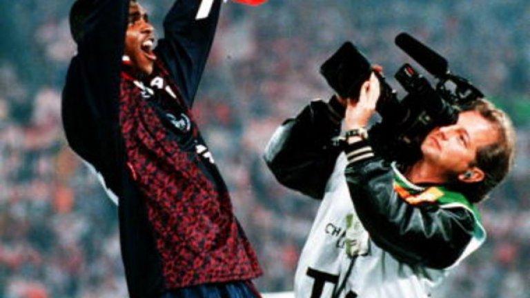 Нванкво Кану След три последователни титли на Ередивзии и Шампионска лига с Аякс, Кану премина в Интер, но три години по-късно напусна клуба заради проблем със сърцето. През 1999-а Арсенал рискува и го взем, но нигерийският нападател помогна на тима да спечели две титли във Висшата лига и още толкова пъти ФА Къп. След това изкара две години в УБА, а през 2008-а вкара победния гол за Портсмут на финала във ФА Къп.