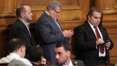 """РБ: """"Промените в Изборния кодекс бяха приети в условията на парламентарна суматоха. Вероятно поради невнимание в напрегнатата обстановка, в текста на изменения Изборен кодекс е допуснато тежко противоречие с нормите на Конституцията на Република България"""""""
