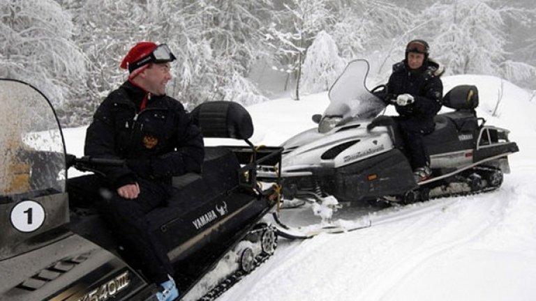 """Снегът също не е препятствие за двамата """"първи"""" в Русия"""