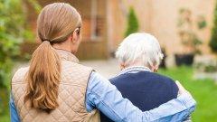 Да гледаш стар и болен човек не е работа за всеки. Как обаче да отсеем тези, които стават?