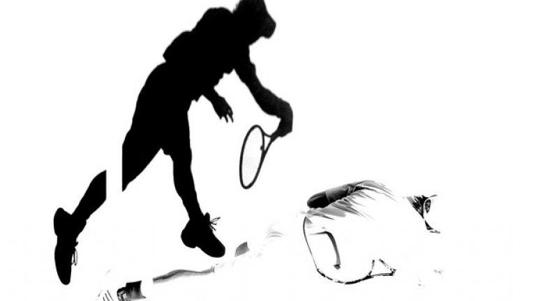 Кое е силуетът, кое сянката... Стилизиран черно-бял фотос на Кей Нишикори от мача му срещу Стан Вавринка.