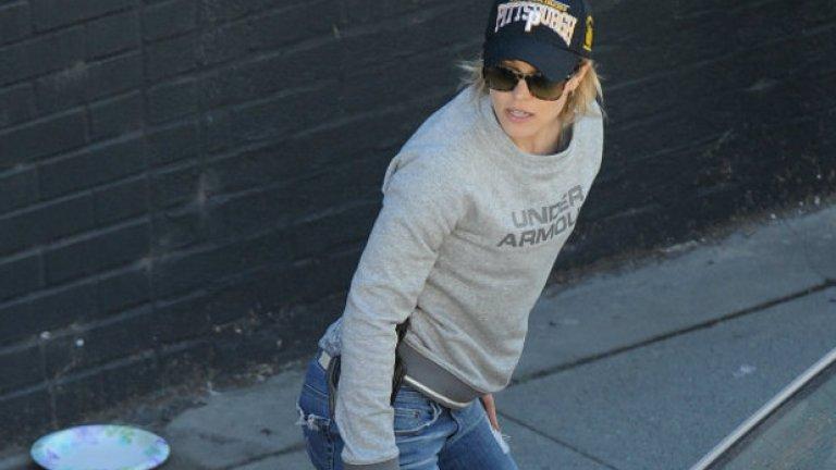 "Рейчъл Макадамс облича полицейска бронежилетка за ""Истински детектив"" 2"
