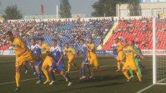 """Тези с жълтите фланелки са """"сините"""" - твърдият фаворит в двата мача, Левски. Позорно, българският гранд (определено в кавички в този случай), отпадна в Павлодар."""