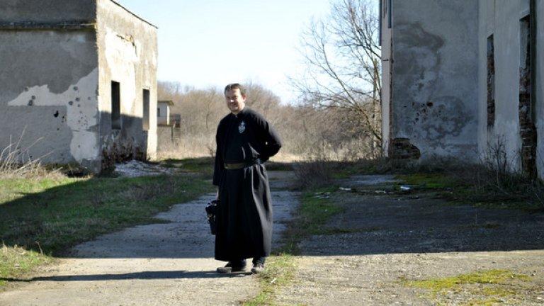 """""""България е единствената от страните в Източния блок, в която няма музей в памет на загиналите в концентрационните лагери"""", напомня на перфектен български италианецът отец Паоло"""