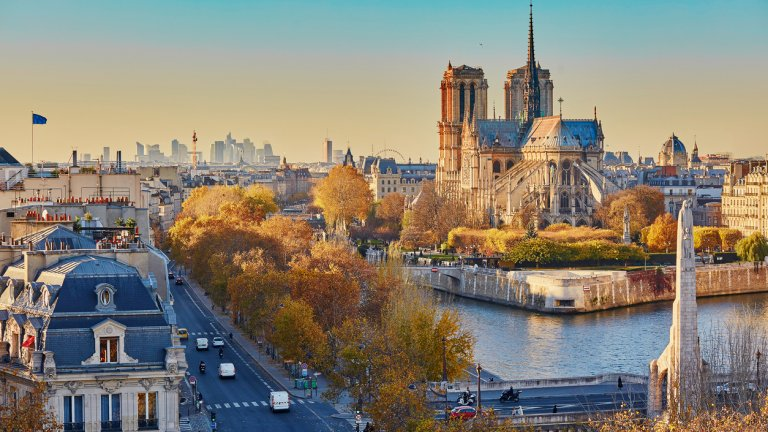 Как пандемията променя начина, по който пазаруваме, цените и живота в градовете? Отговор на този въпрос се опитва да даде глобалната консултантска компания Economist Intelligence Unit (EIU). Експертите ѝ сравняват цените в 133 града в света, оценявайки колко би струвала кошница от 138 ежедневни продукта.    На тази база се оказва, че сред най-скъпите градове за живеене се нареждат и някои европейски столици. Вижте в галерията кои са те, както и 10-те най-скъпи градове в света.