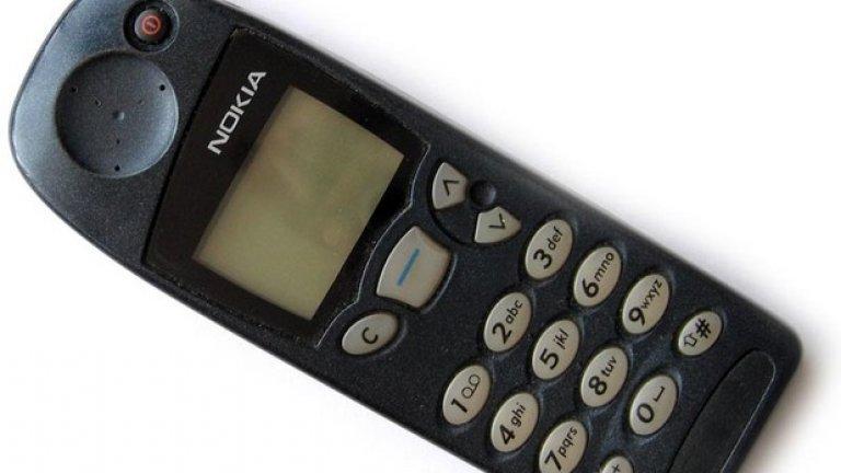 3. Гумената антена Nokia ще ни липсва, защото все още помним времената, когато телефоните имаха външни антени и в опити да чуваме по-добре по време на кратките, но скъпи разговори, се налагаше да се въртим наоколо, надявайки се на по-добър сигнал