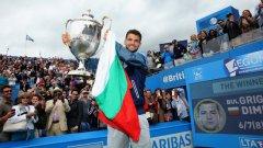 Григор Димитров след победата си на турнира в Куинс. Да, с българското знаме