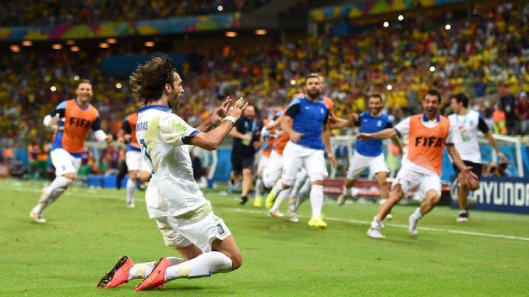 Самарас вкара дузпата секунди преди изтичането на добавеното време и прати Гърция на осминафинал.