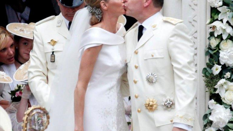 Принцът на Монако Албер II и бившата олимпийска звезда в плуването Чарлийн Уитсток се ожениха