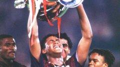 Май 1995-а светът е в краката на Клуйверт - новата голяма  звезда на футбола. По-малко от 4 месеца по-късно всичко се променя...
