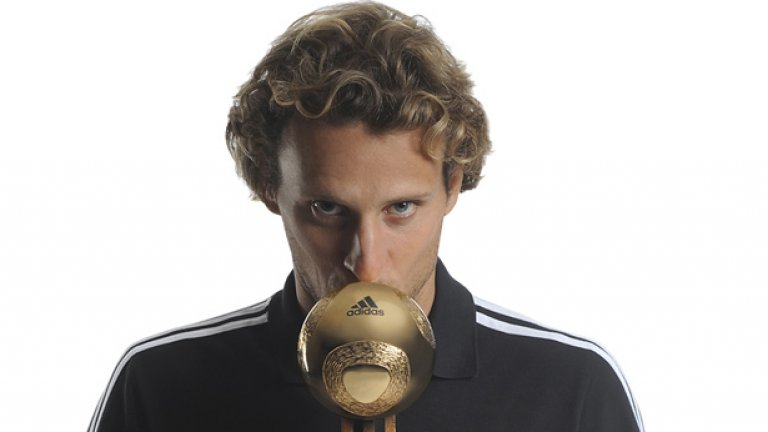 За най-добрия играч на Мондиал 2010 Диего Форлан гласуваха кореспондентите на списание France Football у нас