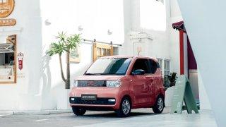 Докато гледаме модели като руската Zetta или китайския Hongguang Mini, не можем да не се зачудим дали някой не се бъзика с нас.  В галерията ще видите девет именно такива крайно любопитни малки коли: