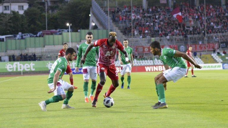 ЦСКА преодоля трудно Берое и продължава да се надява на първо място два кръга преди края