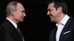 """Още през 2015 г. премиерът-левичар Ципрас се раздели с идеалистичните си илюзии, че ще получи някаква помощ от Москва в това отношение - независимо дали под формата на реални кредити или на перспективни инвестиционни проекти.  Да, вярно, че тогава Русия обещаваше да построи гръцки хъб за своя природен газ, който трябваше да влезе по тръбите на """"Турски поток"""". Само че """"потокът"""" загина под отломките на сваления от турците бомбардировач Су-24."""
