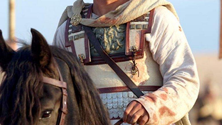 """""""Александър""""   През 2004 г. излизат два епоса за древния свят - """"Троя"""" и """"Александър"""". Малко известен факт е, че Брад Пит първоначално е бил спряган за роля в """"Александър"""" - първо на самия Александър Велики, а след това на военачалника Хефестион. Актьорът отказва и двете оферти, за да блесне в главната роля на Ахил в """"Троя""""."""