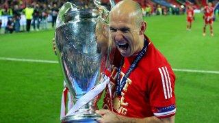Холандецът ликува с трофея от Шампионската лига, спечелен с неговия победен гол на финала
