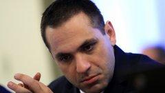 Министърът на икономиката трябваше да съпроводи самолет с 32 тона храни, дарение за ОАЕ от български фирми.