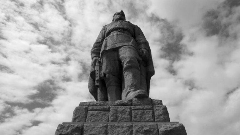 """""""Слава на Украйна"""" от Паметника на съветската армия"""