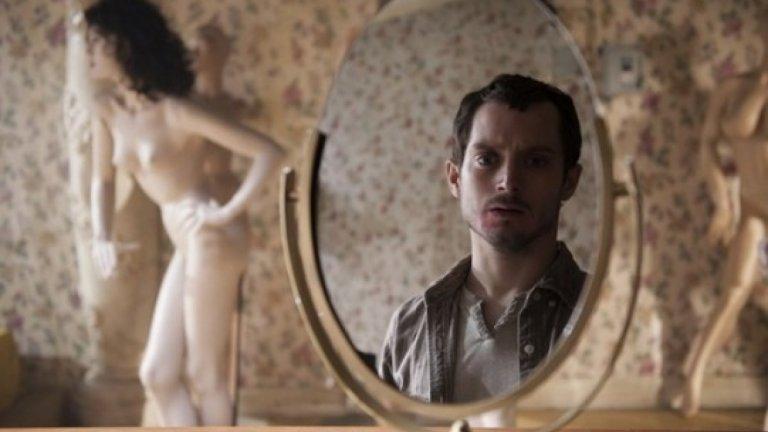 """""""Маниак"""" (Maniac, 2012 г.)  Какво се случи с теб, Фродо? Илайджа Ууд тук е в смущаващата роля на собственик на магазин за манекени, който има сериозни психични отклонения. И как да няма? Отгледан е от майка си - проститутка, която го е карала да гледа как прави секс с клиентите си. Неслучайно когато пораства, той се превръща в убиец, чиито жертви са именно жени. """"Маниак"""" е римейк на слашър филм от 80-те и е дори по-кървав от оригинала. Определено не е за всеки зрител и макар да не е велик представител на жанра, попада в списъка, защото ще има почитатели на по-гротескния хорър, които ще го оценят."""
