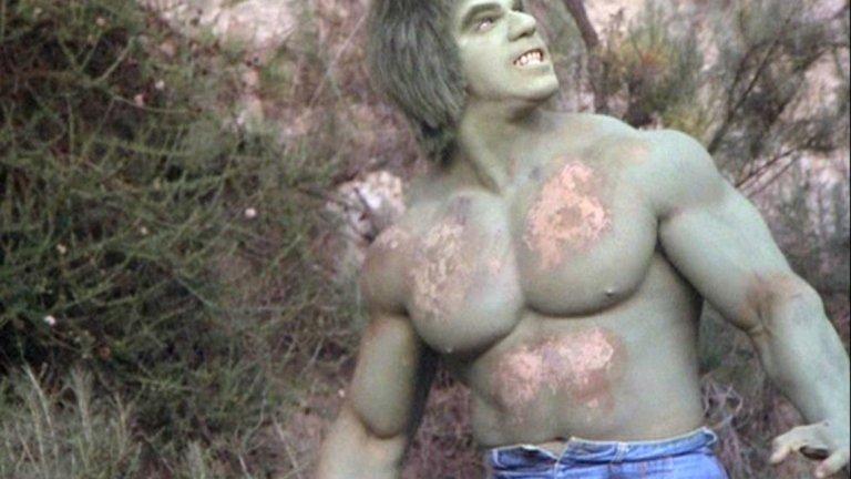 """Невероятният Хълк  В годината, в която не успява да получи ролята на Супермен, все още неизвестният актьор се пробва за друга комиксова адаптация. Той отива на кастинг за сериала The Incredible Hulk (1978) - екранизация на комиксите за д-р Брус Банър, който след гама инцидент започва да се превръща в гигантско, мускулесто (и глупаво) чудовище на име Хълк. Тогава не е имало ефектите, които днес превръщат Марк Ръфало в убедителен гигант.   Вместо това двете роли са играни от двама различни актьори. Познайте за коя е кандидатствал Арнолд? Той все пак не я получава, защото продуцентите искат някой """"по-висок"""". Така ролята отива в ръцете на друг бодибилдър - Лу Феринго, който и до ден днешен е известен само и единствено с нея."""