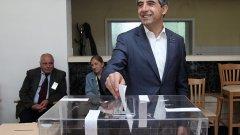Президентът Плевнелиев гласува на изборите за Европейски парламент