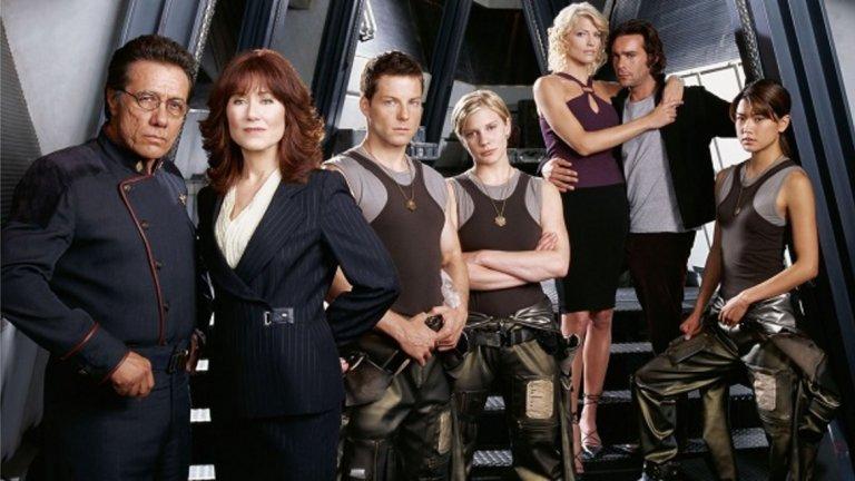 """Battlestar Galactica / """"Бойна звезда: Галактика""""  Космическото приключение на """"Бойна звезда: Галактика"""" си е спечелило милиони фенове през годините. Историята разказва за последните оцелели представители на човечеството, които са принудени да се борят за оцеляването си срещу сайлоните - раса от машини, които човечеството само е създало. В сериала има космически битки, сложни планове, схеми, обрати и един наистина интересен сюжет, който ще ви държи приковани пред екрана."""