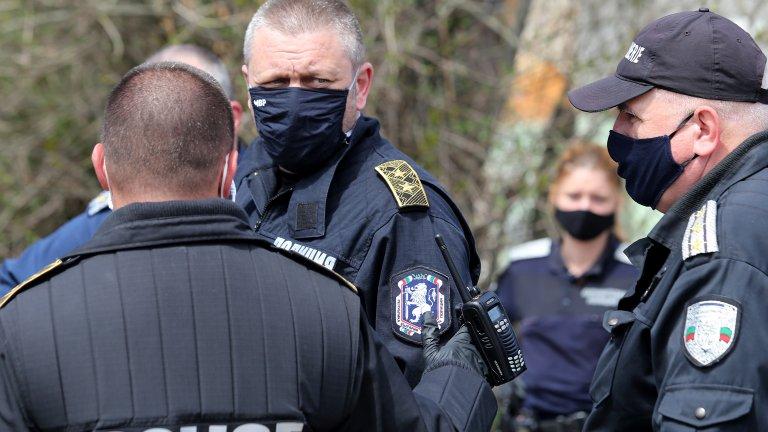 Арестувани са четирима души, сред които и една жена