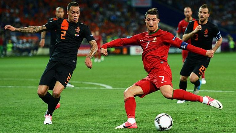 Снощи Кристиано Роналдо направи истинско шоу, неутрализирайки с две попадения великолепния гол на Рафаел ван дер Ваарт