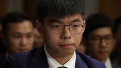 13 месеца затвор за протестиране: Хонконг осъди активиста Джошуа Уонг