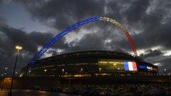 Стадионите вече приличат повече на военна зона, отколкото на спортни арени.