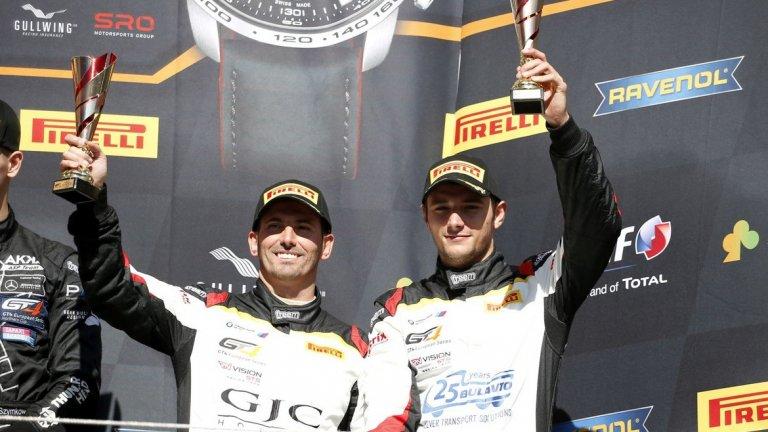 За шофирането на пистата, пред камерата и в живота - разказва младият български автомобилен състезател Павел Лефтеров (вдясно).