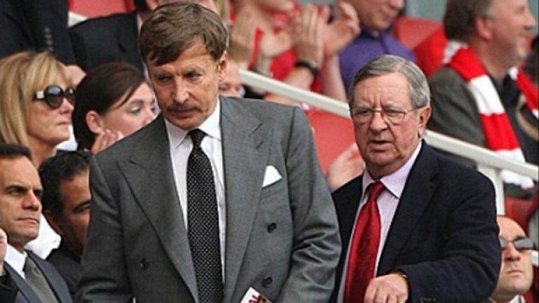 Стан Крьонке (вляво) може да се пробва да завладее напълно Арсенал