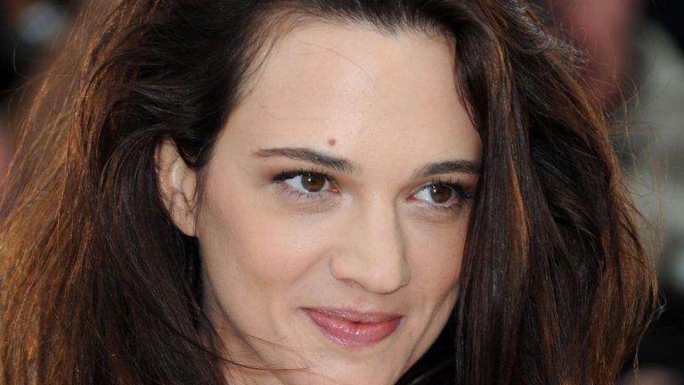 По нейни думи тя е имала просто приятелски отношения с Джими Бенет, които обаче са приключили в момента, в който той я обвинил в сексуални посегателства